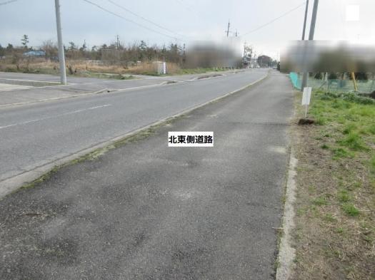 歩道のある広い道路