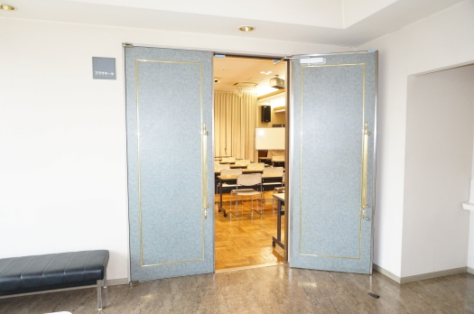 2階プラザホール入口
